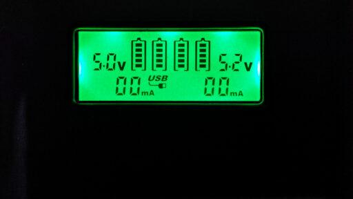 Экран Soshine E3S-QC в режиме отдачи электричества