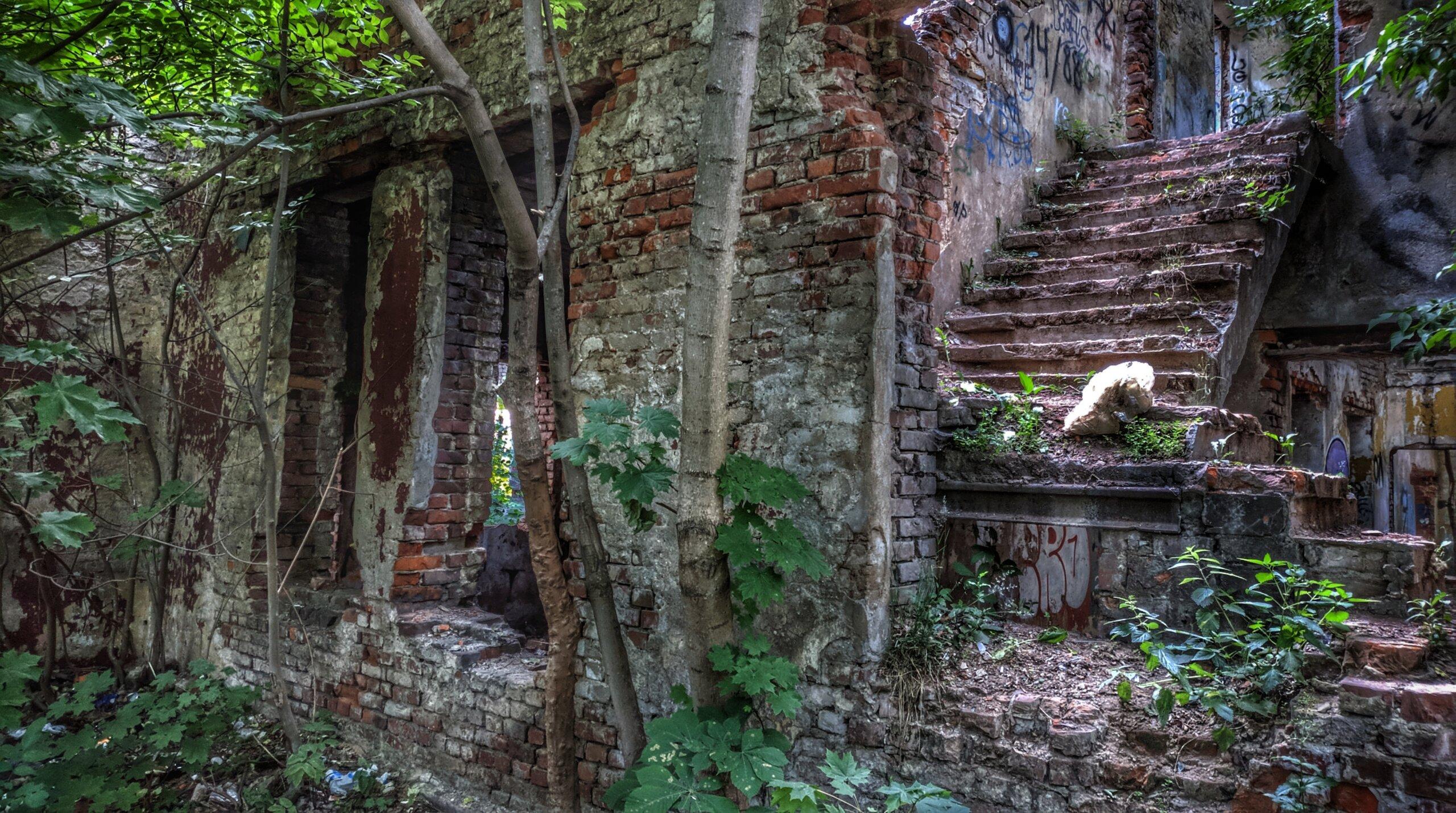 Лестница на второй этаж клуба